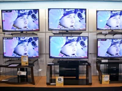 multiple TVs in showroom